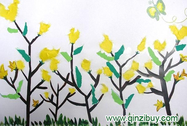 幼儿园大班美术造型教案:迎春花开了 活动目标 1、让孩子们知道什么花开在春天里以及了解这些花的特征。 2、用韩纸制作黄色的迎春花。 活动准备 黄色的韩纸,胶水,剪刀 活动过程 [导入] 1、通过猜谜语的方式向孩子们介绍迎春花。 - 我在春天开放,我是黄色的花。 我是什么花呢?