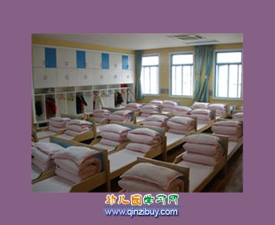 幼儿午睡室_幼儿园环境创设图片4