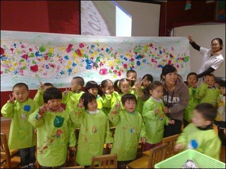 幼儿园中班美术活动设计:石子路